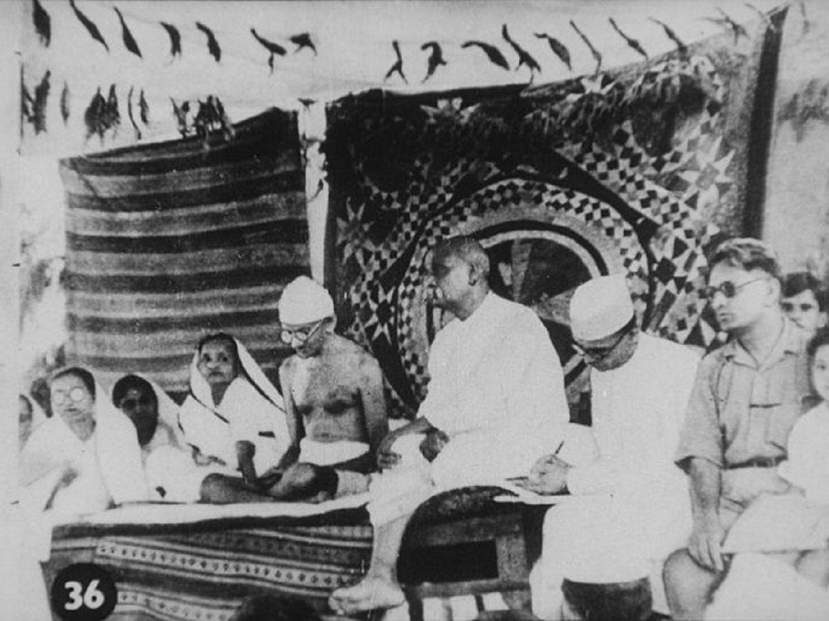 Gandhi Jayanti Essay in Hindi