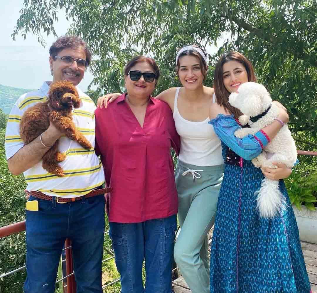 Nupur Sanon Family
