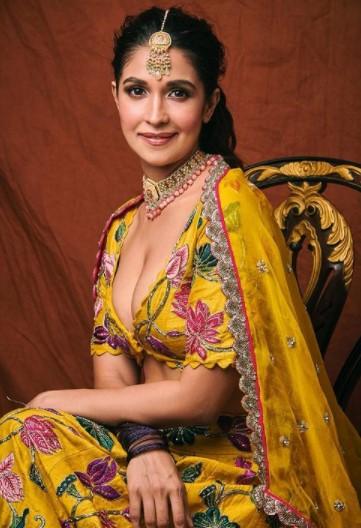 Harleen Sethi Biography in Hindi